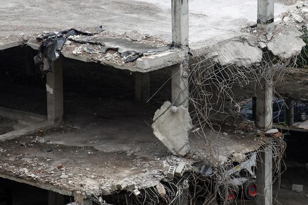 破壊された建物の遺跡