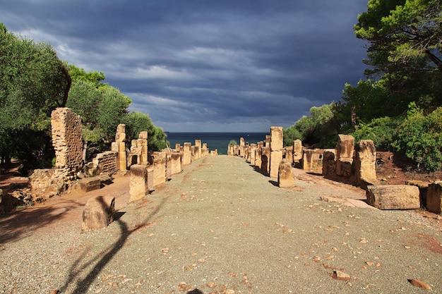 Руины крепости в заброшенном городе в пустыне сахара