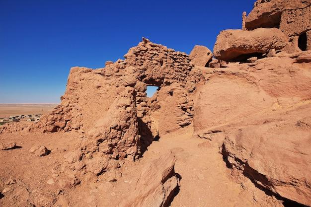 サハラ砂漠の放棄された都市の要塞の遺跡