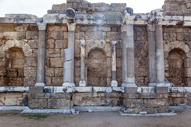 사이드에 있는 고대 도시의 유적. 사이드 터키의 오래된 유적
