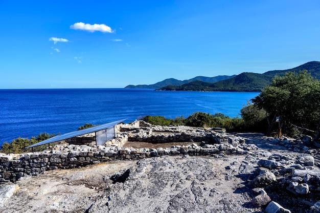 Руины древнего города этапира в халкидики, греция