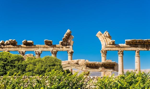 中東、レバノンのバールベックにあるブスタンアルカーンの遺跡