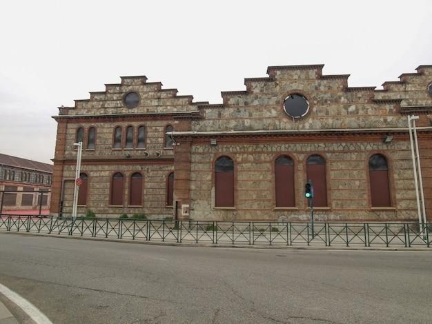 Руины железнодорожной мастерской ogr (officine grandi riparazioni) в г.