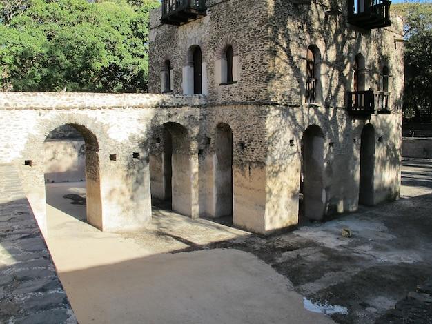 Руины дворца в городе гондор, эфиопия