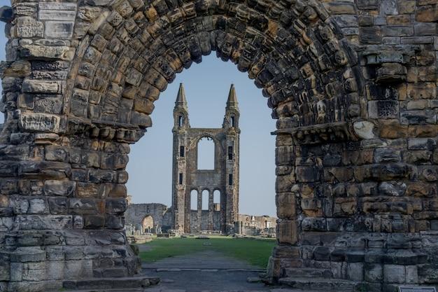 Руины андреевского собора в файфе, шотландия