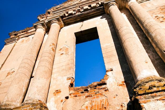 Руины древней церкви, расположенной в городе ошмяны, беларусь