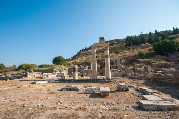美しい夏の日の古代都市エフェソス、トルコの古代ギリシャの都市の遺跡