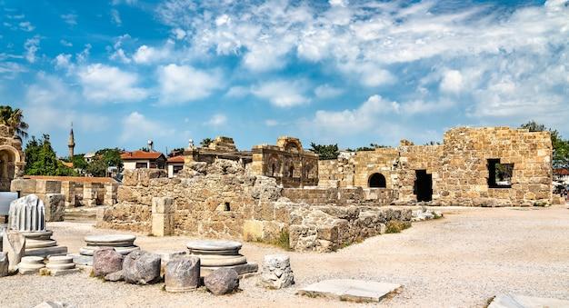 トルコのアンタルヤ県シデの古代都市の遺跡