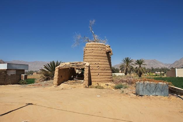サウジアラビアのアシル地域のナジュラーンに近いアラブの村の家の廃墟