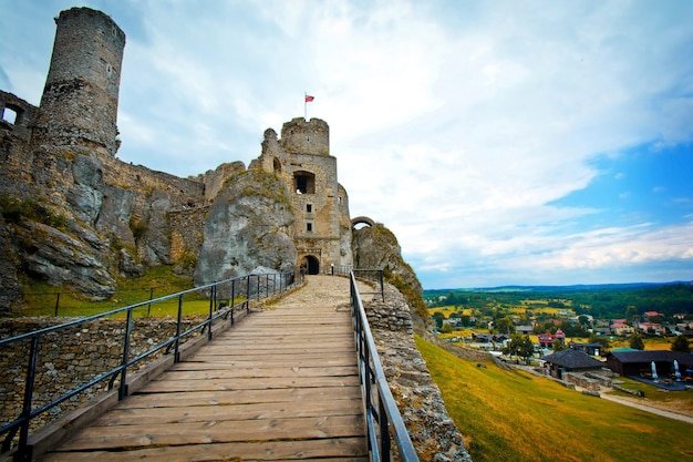 古い中世の城の遺跡。