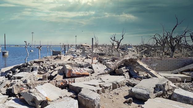 Руины города разрушены водой
