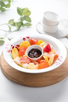 Rujak buahインドネシアのフルーツサラダ