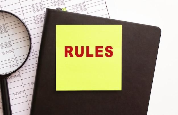 Текст правил на наклейке на рабочем столе. дневник и лупа