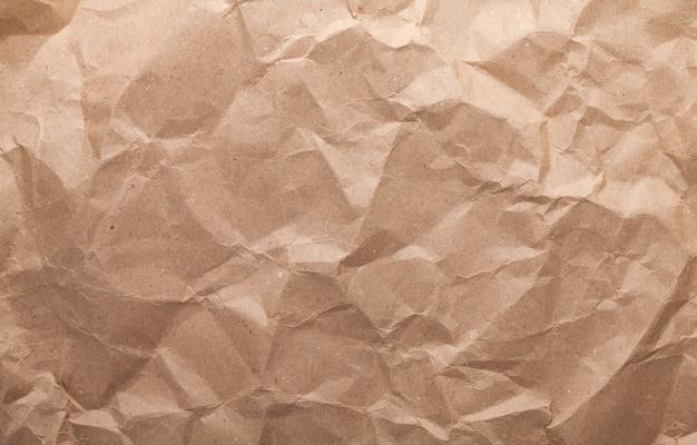 しわくちゃの茶色の段ボール紙の質感