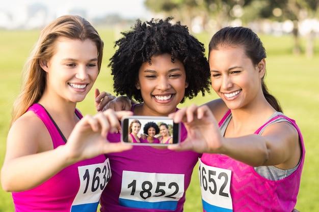 Бегуны поддерживают марафон рака молочной железы и берут на себя