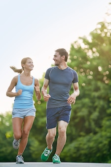 Runners allenamento all'aperto