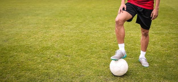 Запуск футбольных футболистов. футбольный стадион