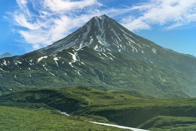 러시아, 캄차카. 이른 아침 vilyuchinsky 화산의 아름다운 전망..