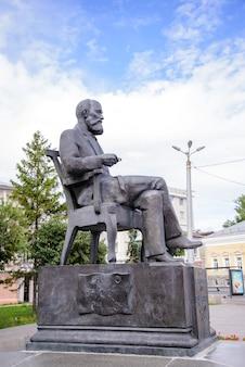 Россия, казань, 23 июля 2018 г., памятник известному русскому химику александру бутлерову