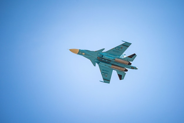 러시아 하바롭스크는 승리의 날을 기리기 위해 승리의 군사 공중 퍼레이드를 기리기 위해 전선 전투기 퍼레이드를 사용할 수 있습니다.