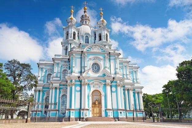Россия, санкт-петербург. смольный собор (воскресенская церковь)
