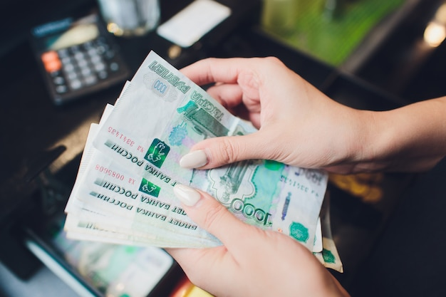 Russian 1000 rubles cash. repayment on credit. calculator