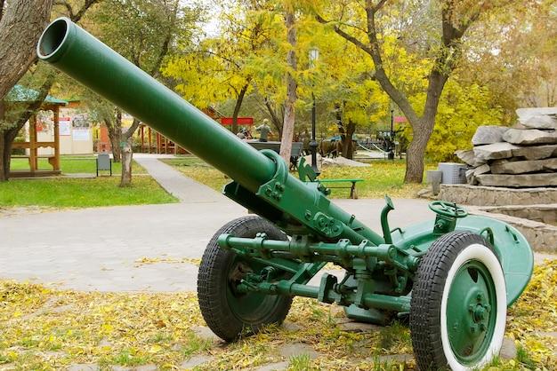 1943年のロシアの160-mm迫撃砲分割