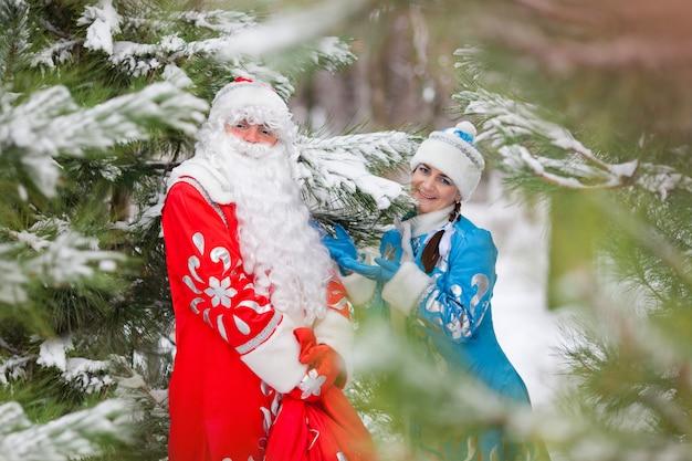 ロシアのクリスマスキャラクター:デッド・モロス(父フロスト)とスネグーラチカ(雪娘)ギフトバッグ付き