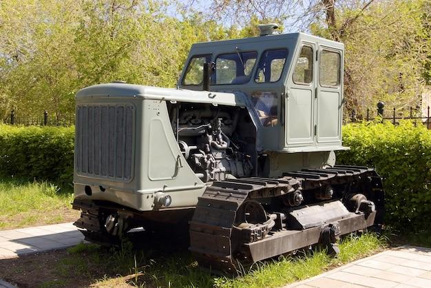 ロシアのクローラートラクター