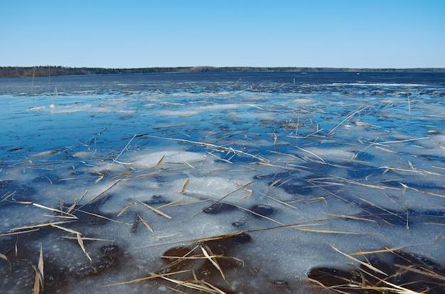 러시아 풍경 아르 한 겔 스크 주 봄 호수에 홍수
