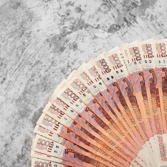 Банкноты российских денег пять тысяч рублей, фон.