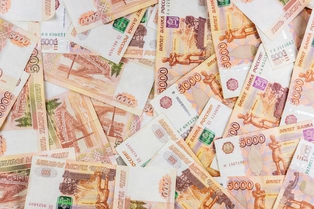 Российские деньги номиналом пять тысяч рублей.