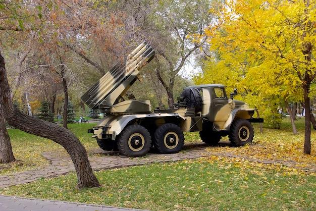 ロシアの複数のロケット発射装置bm-21「grad」