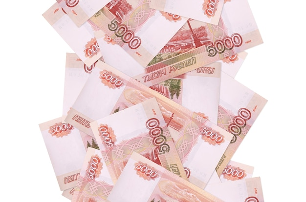 Купюры российских рублей летят вниз изолированные на белом