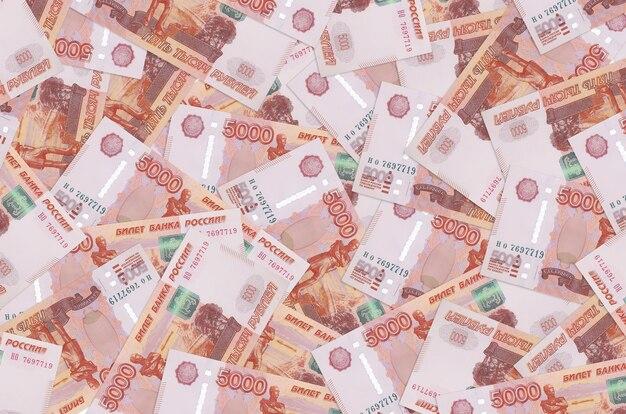 Закладки российских рублей, лежащие в большой стопке