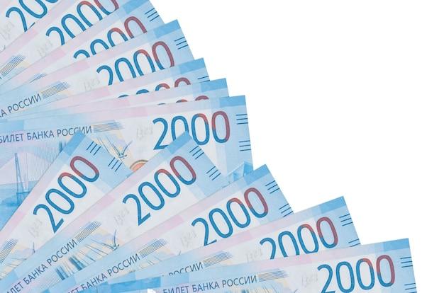 Купюры российских рублей лежат изолированные