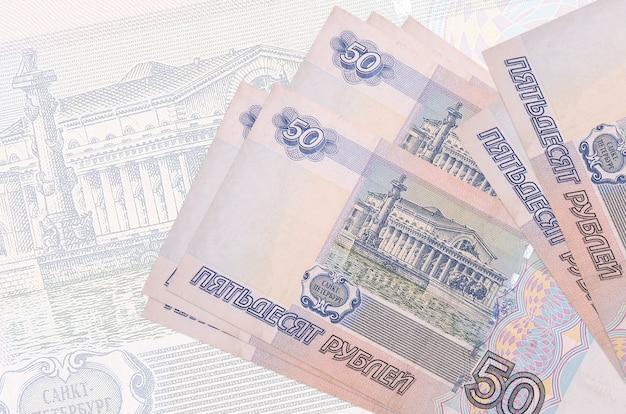 Купюры российских рублей на светлом фоне
