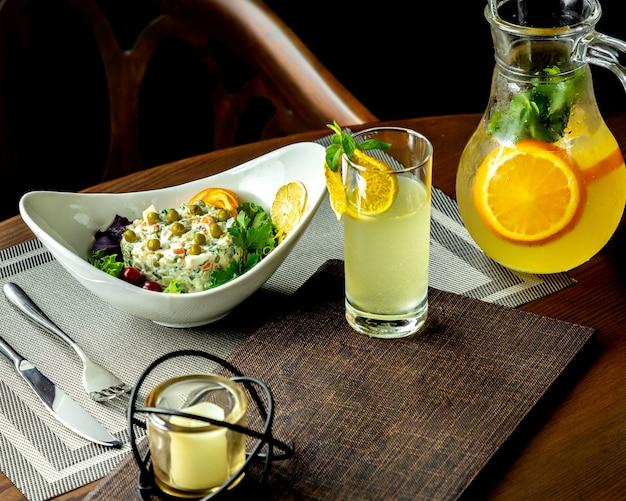 Русский салат и цитрусовый сок