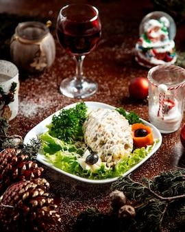 Русский салат с зеленью и бокалом вина