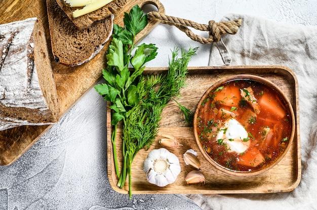 ビーツとサワークリームのロシアのスープ