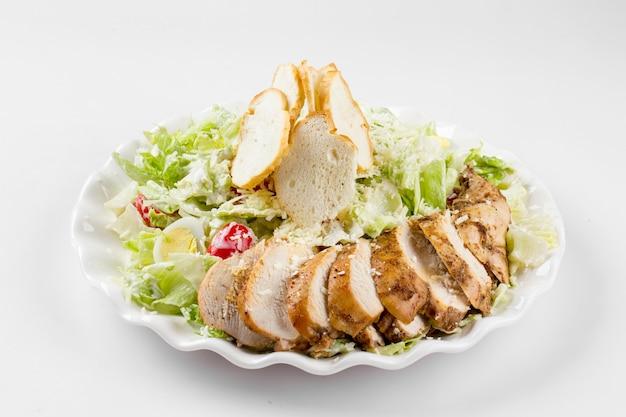 Салат цезарь по-русски с курицей на белом