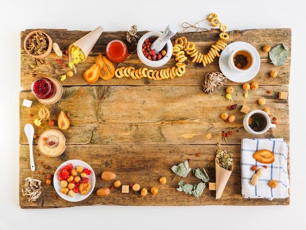 古いテーブルトップビューでのロシアのお茶の儀式