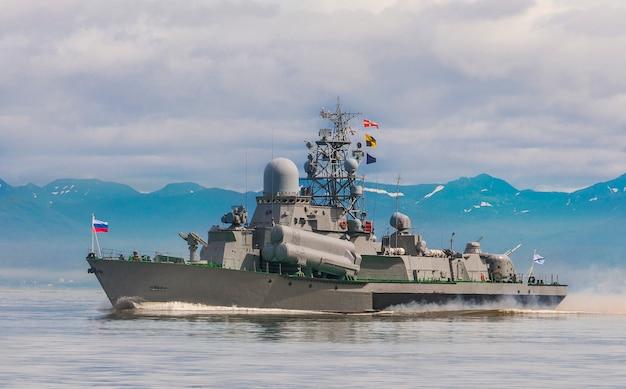 Русский военный корабль на камчатке