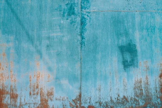 金属表面の錆。鉄のテクスチャ。部分的にさびた背景。大まかな酸化物板のクローズアップ。金属のハードディケイ。鋼の酸化。化学反応。部分的に錆びた金属パネルと塗装の剥離