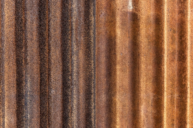 Ржавое оцинкованное железо