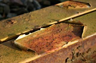Ржавый металлический стержень, коррозия