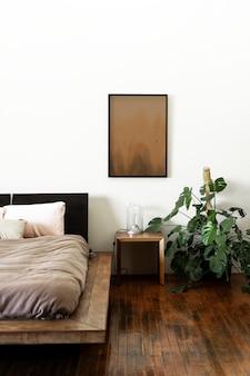 ダークウッドの床の素朴なベッドルーム