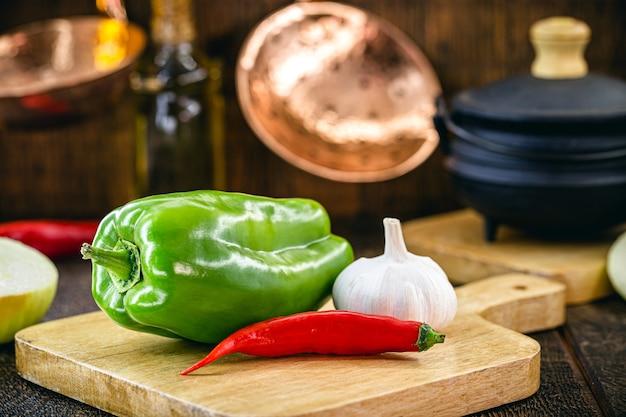 소박한 요리, 도마에 야채, 음식 준비, 피망, 후추, 마늘