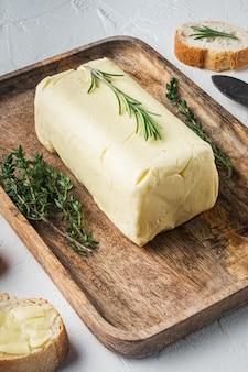 소박한 농가 영감 신선한 버터, 화이트