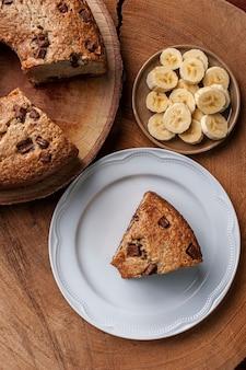 ババナとチョコレートで作った素朴な自家製ケーキ。上面図